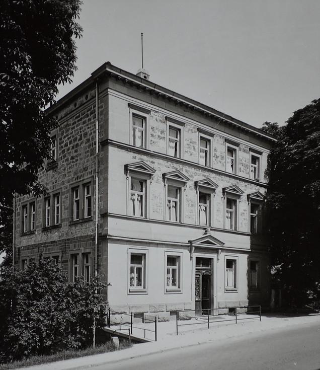 Schulhaus an der Neustraße 4, heute technisches Rathaus